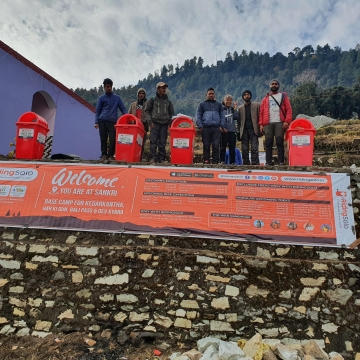 RidingSolo puts Dustbins Enroute to Many Himalayan Winter Trek