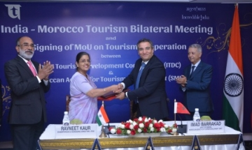 Tourism Ministers from Morocco and India while signing of the MoU