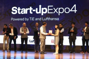 Elevator Pitch Winner Nancy Bhasin from This for That receiving the award at Startup Expo 4 Powered by TiE  Lufthansa