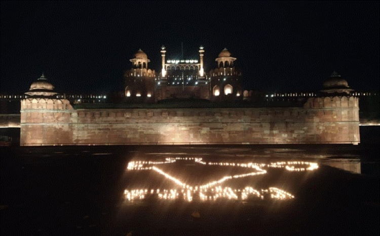 Red Fort, Qutb Minar and Humayun's Tomb get illuminated in respect of Corona Warriors